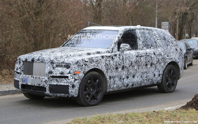 New Rolls-Royce Cullinan Spied With Production-Spec Lighting