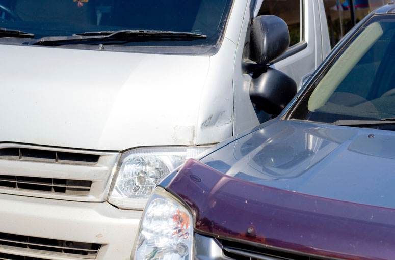 8 Common Causes for Sideswipe Accidents: Who Can Be Held Liable?